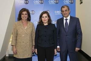 Imagen de Ana Botella, Soraya Sáenz de Santamaría y Nicolas Schmit.