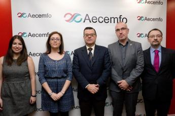 Foto de familia participantes Jornada Empleo de AECEMFO